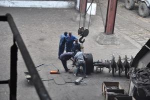 2 Leute in Fabrik